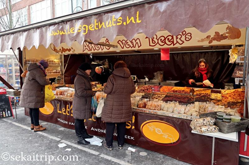 ダッペル市場(Dappermarkt)の乾燥フルーツ等を取り扱う店舗