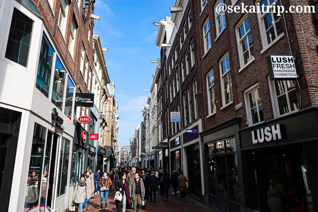 アムステルダムのカルファー通り(Kalverstraat)