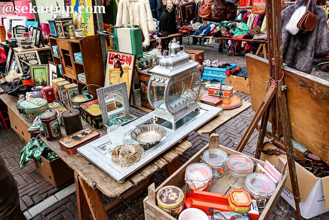 ワーテルロー広場の蚤の市で売られていたアンティーク品