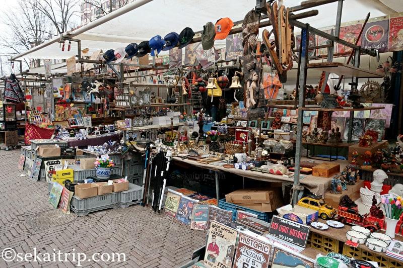 ワーテルロー広場の蚤の市のアンティーク品店舗