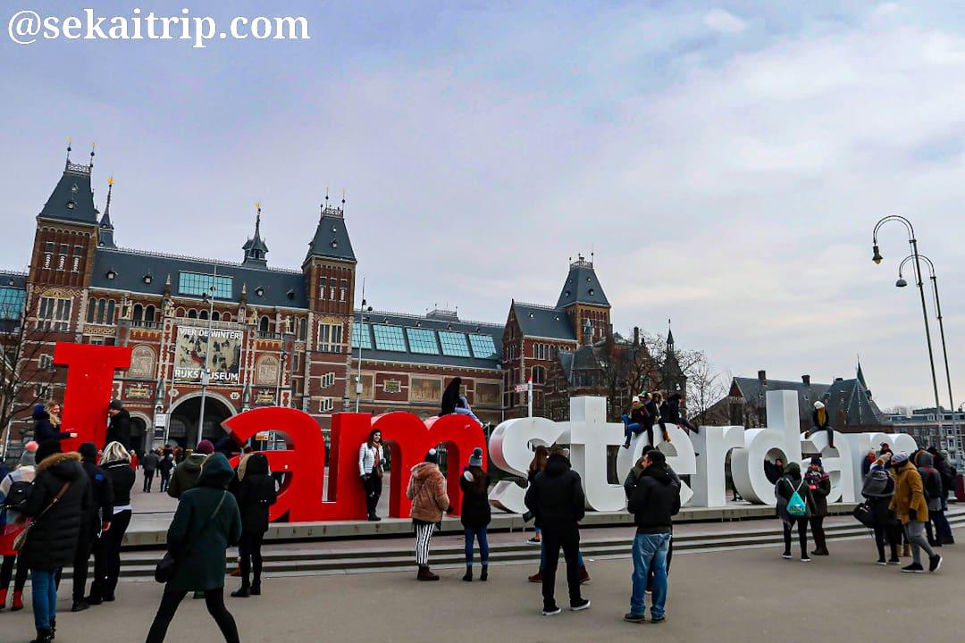 アムステルダム国立美術館近くのモニュメント