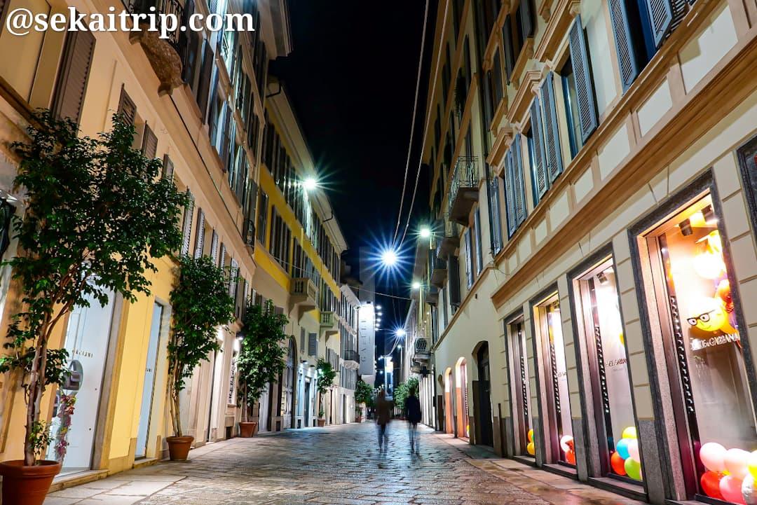 夜のスピガ通り(Via della Spiga)