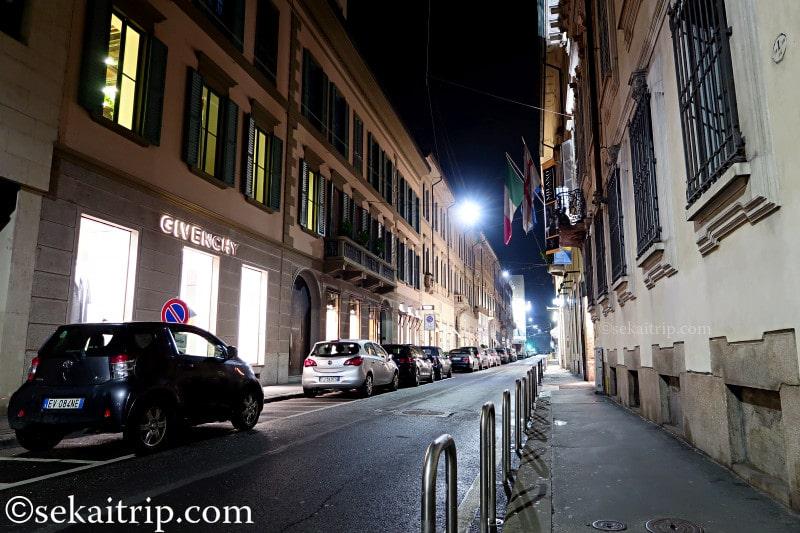 夜のサンタンドレア通り(Via Sant'Andrea)