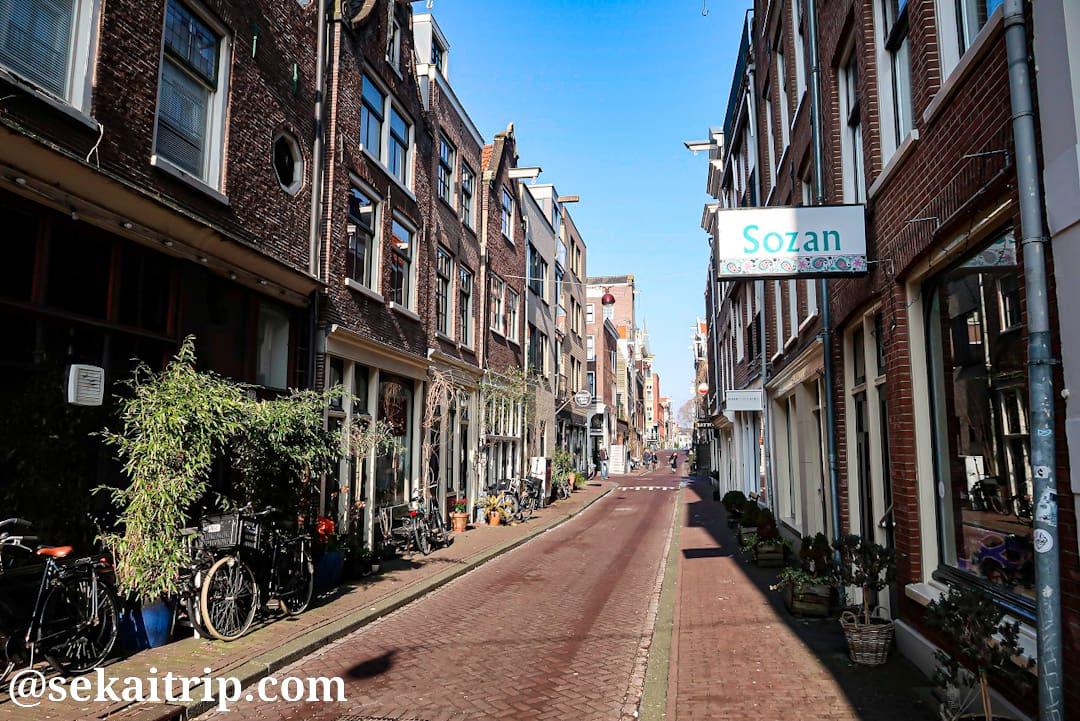 アムステルダムのイルステ・ブルームドワルス通り(Eerste Bloemdwarsstraat)