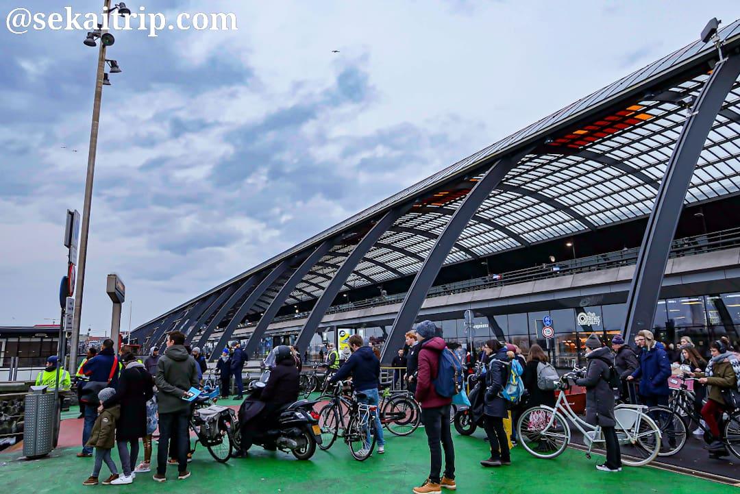 アムステルダムのフェリー乗り場
