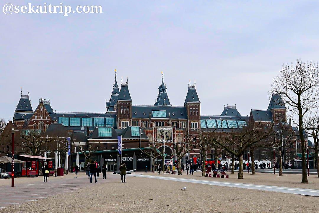 アムステルダム・ムセーウム広場にあるミュージアムショップ