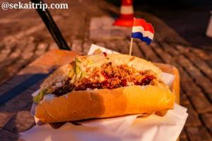 ニューマルクト(Nieuwmarkt)で購入したサンドイッチ