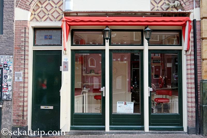 レッド・ライト・ディレクトリ(飾り窓地区)の売春小屋