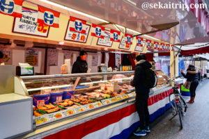 テン・カーテ市場(Ten Kate Markt)の惣菜等を販売している店舗