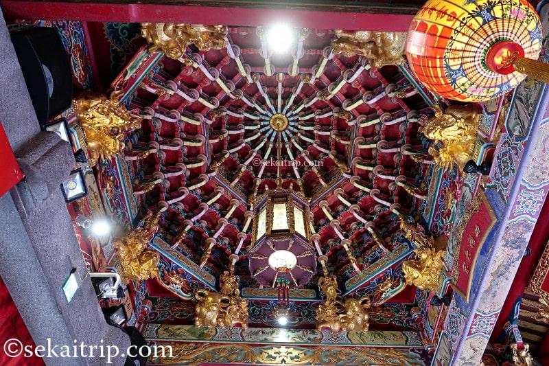 台北の艋舺青山宮(内部)