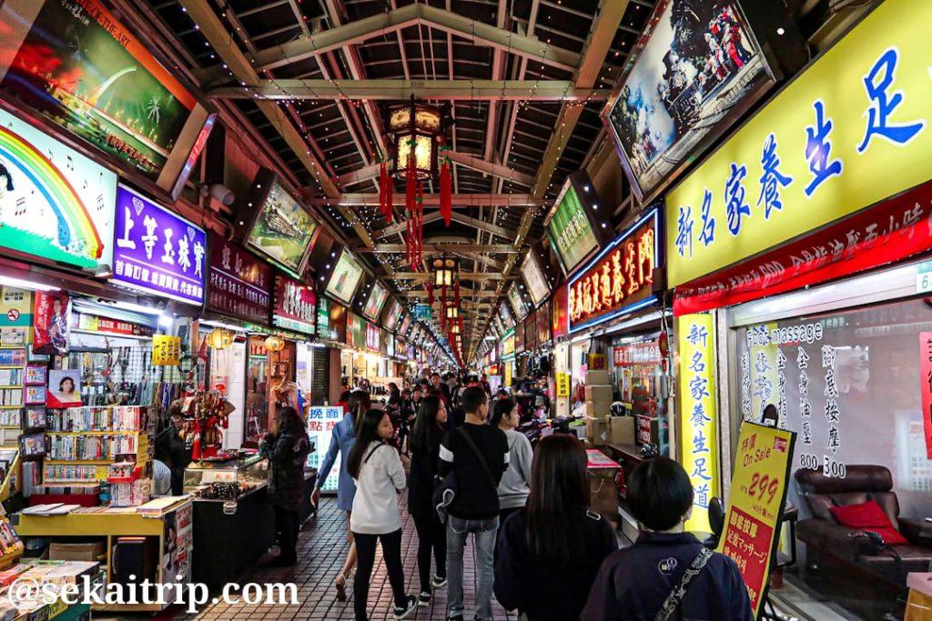 台北の華西街観光夜市