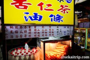 台北の楽華観光夜市(杏仁茶等を販売する屋台)