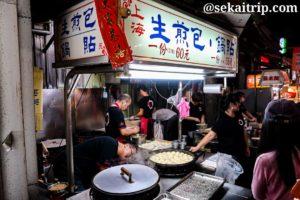 台北の臨江街観光夜市(生煎包等を販売する屋台)