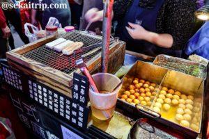 台北の臨江街観光夜市(烤麻糬等を販売する屋台)