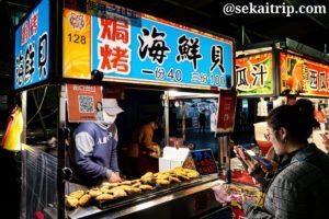 台北の寧夏路夜市(焗烤海鮮貝の屋台)