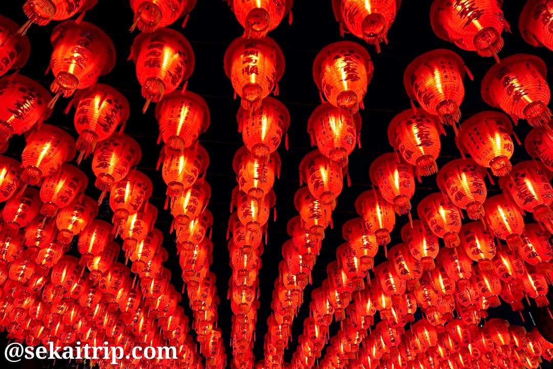 台北の士林夜市(士林慈諴宮の赤提灯)