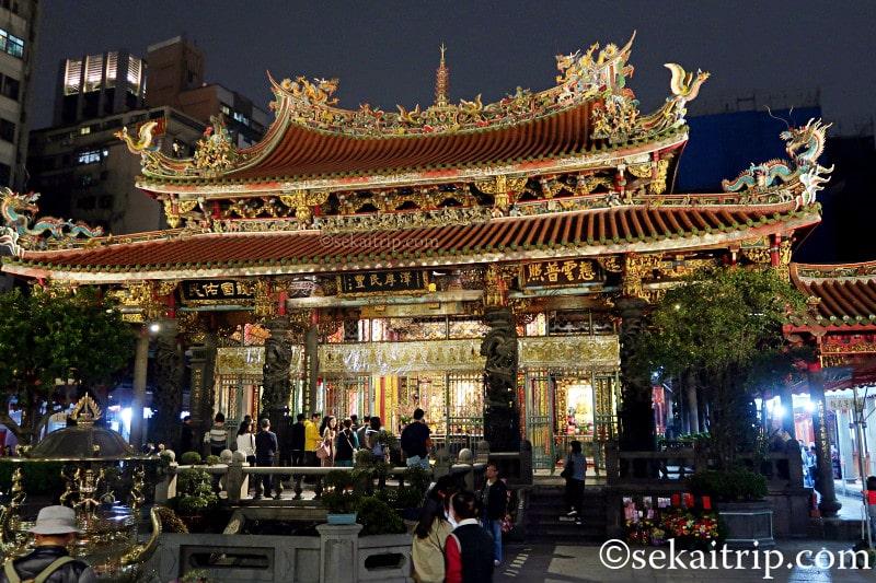 台北三大廟の龍山寺(夜)