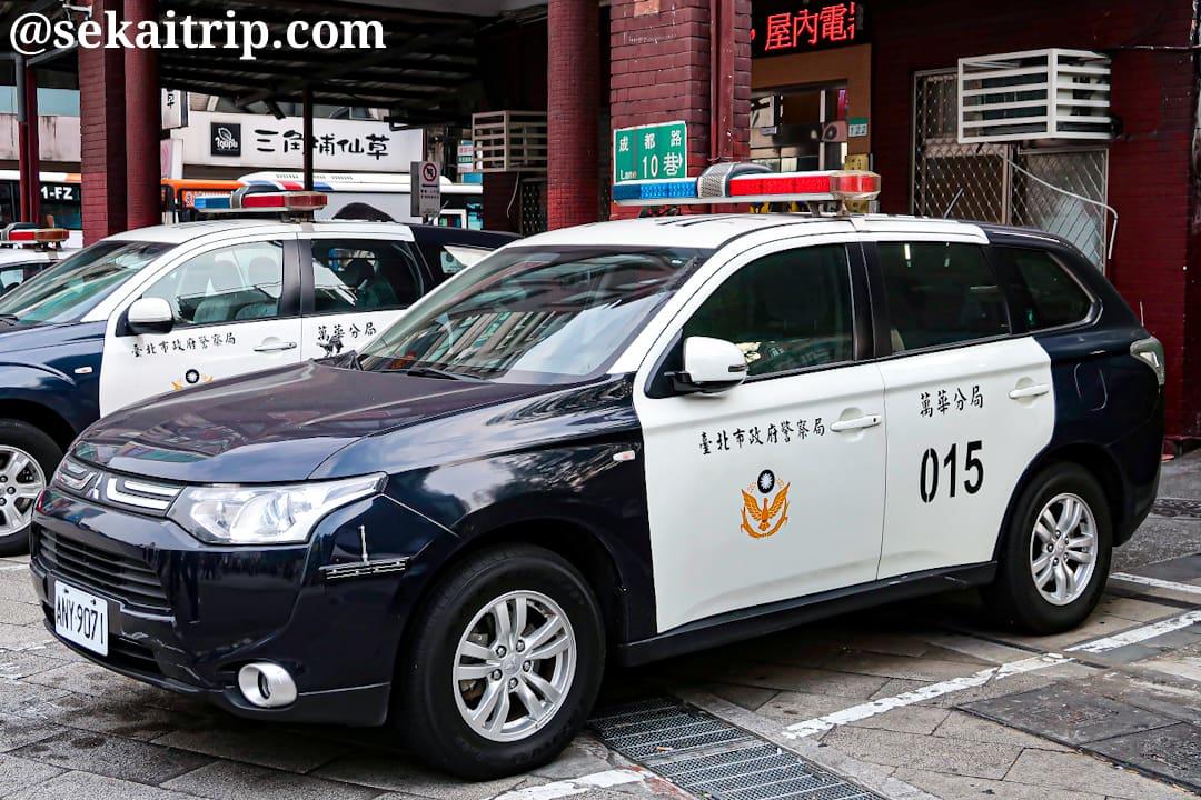 台北で見かけた警察車両(三菱自動車)