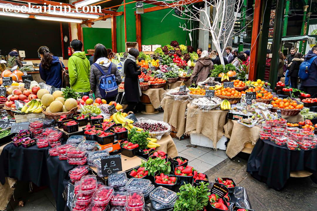 バラマーケットの果物屋さん