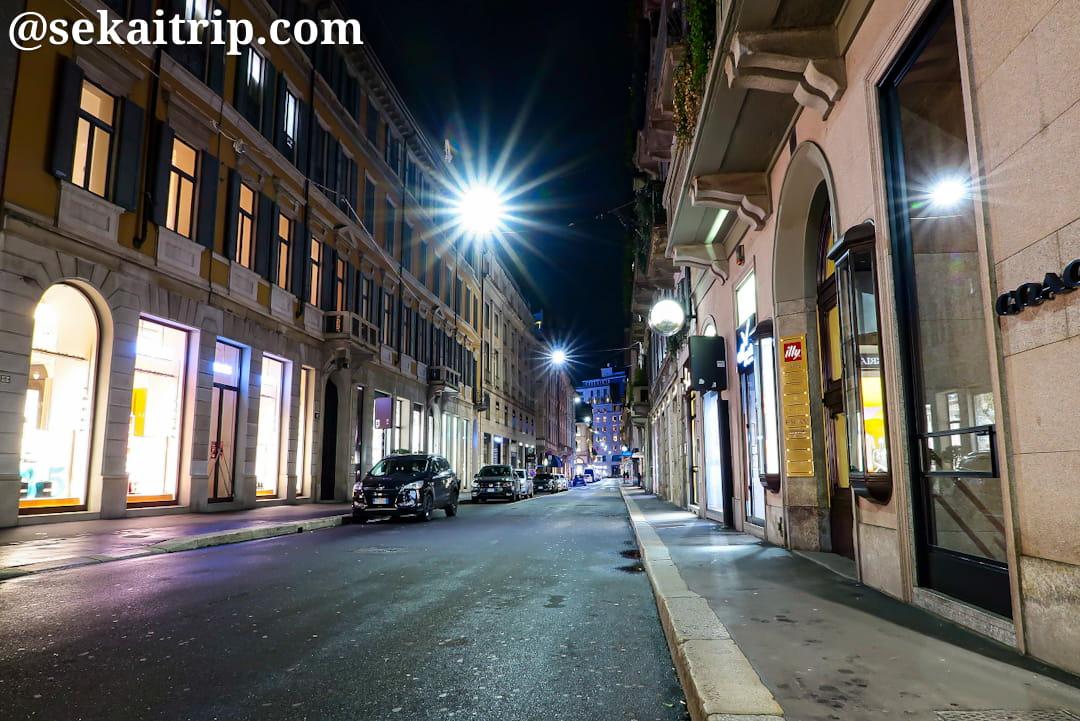 22時30分頃のモンテ・ナポレオーネ通り(Via Monte Napoleone)