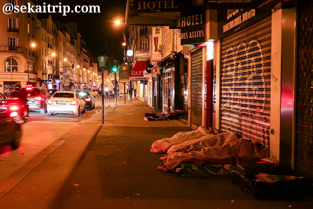 パリのホームレス(ルドリュ=ロラン(Ledru-Rollin)駅近くで撮影)