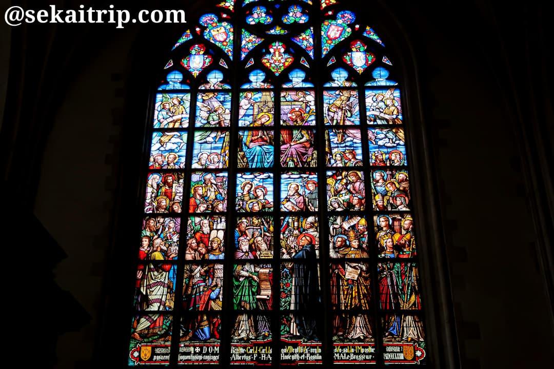 聖ウルスラと聖カスパールのステンドグラス