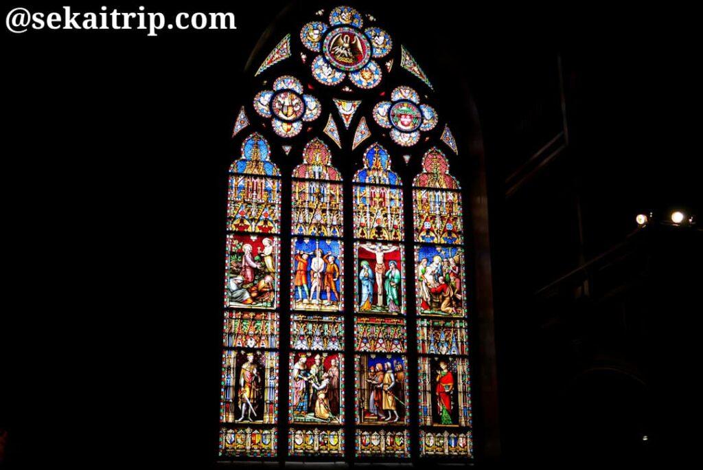 聖血礼拝堂のステンドグラス