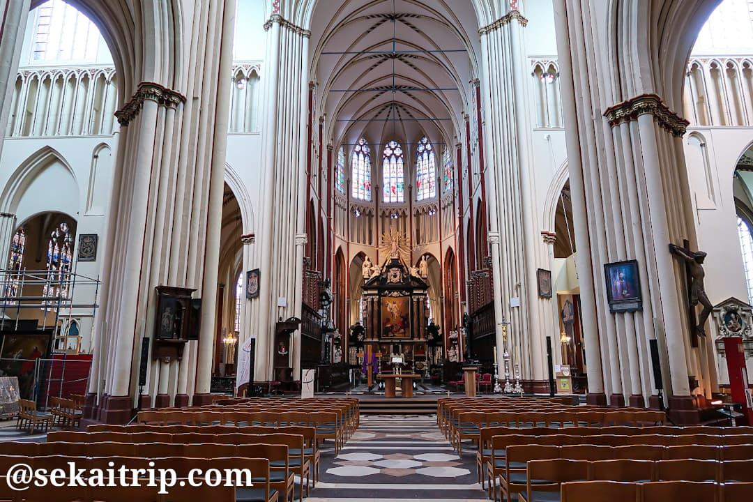 聖サルバトール大聖堂(Sint-Salvatorskathedraal)の内部