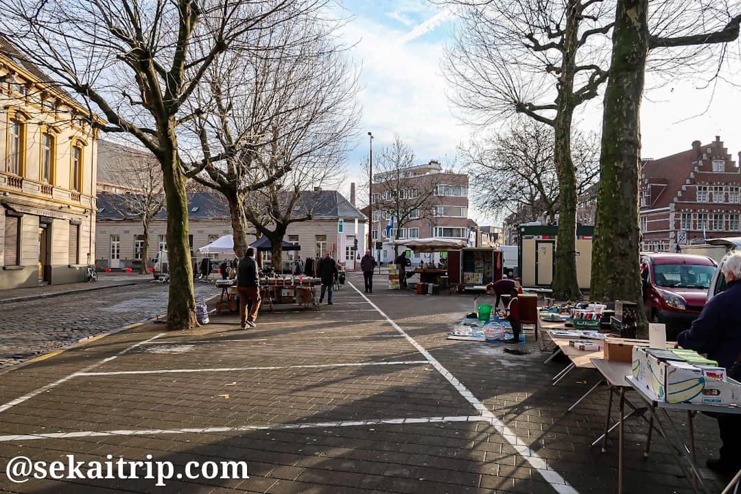 バイ・シント=ヤコブスのフリーマーケット(Flea market at Bij Sint-Jacobs)