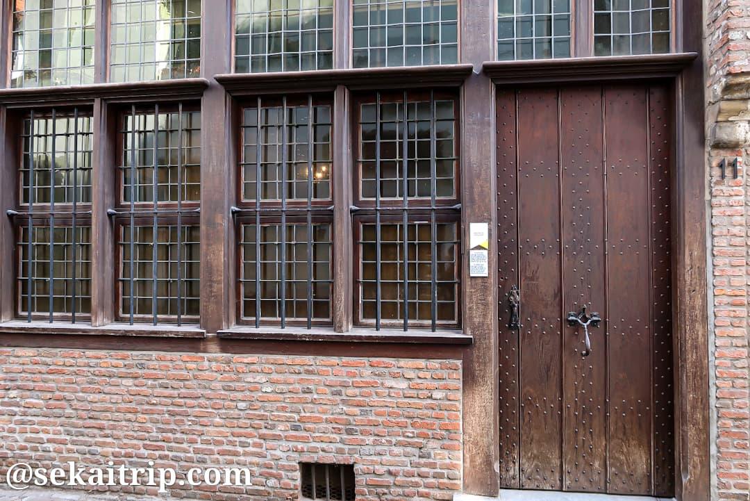 アントワープ最古の家(Oudste huis van Antwerpen)の玄関