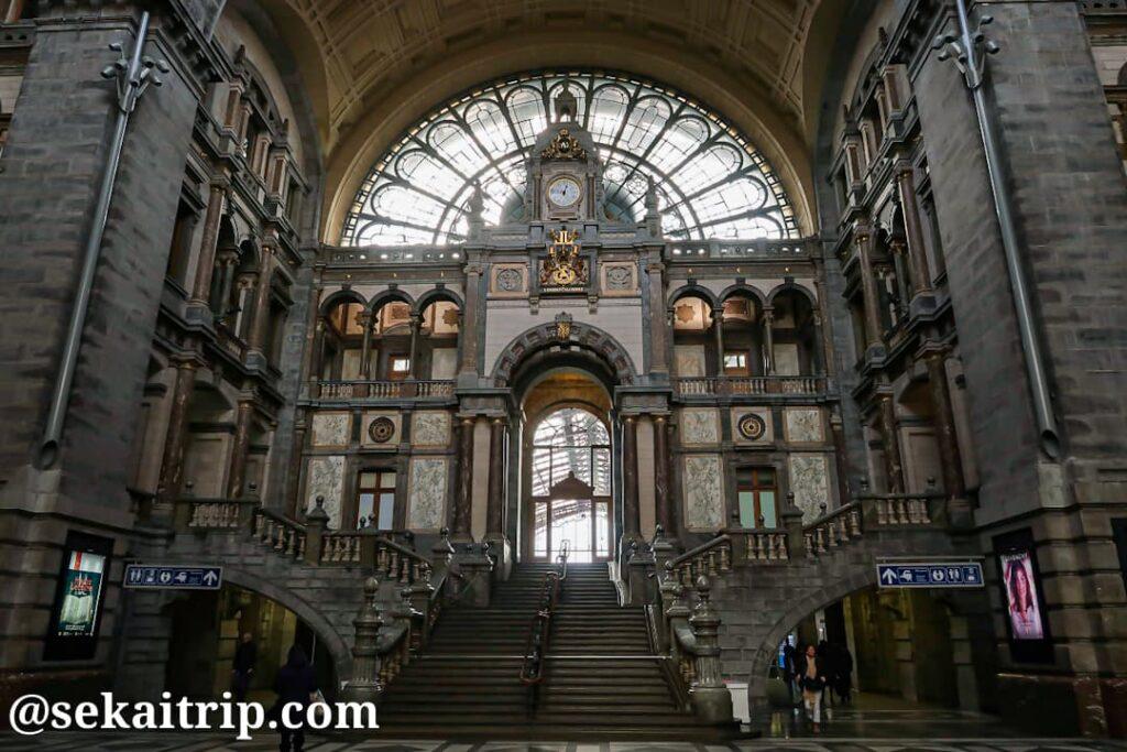 アントワープ中央駅(Station Antwerpen-Centraal)の内部