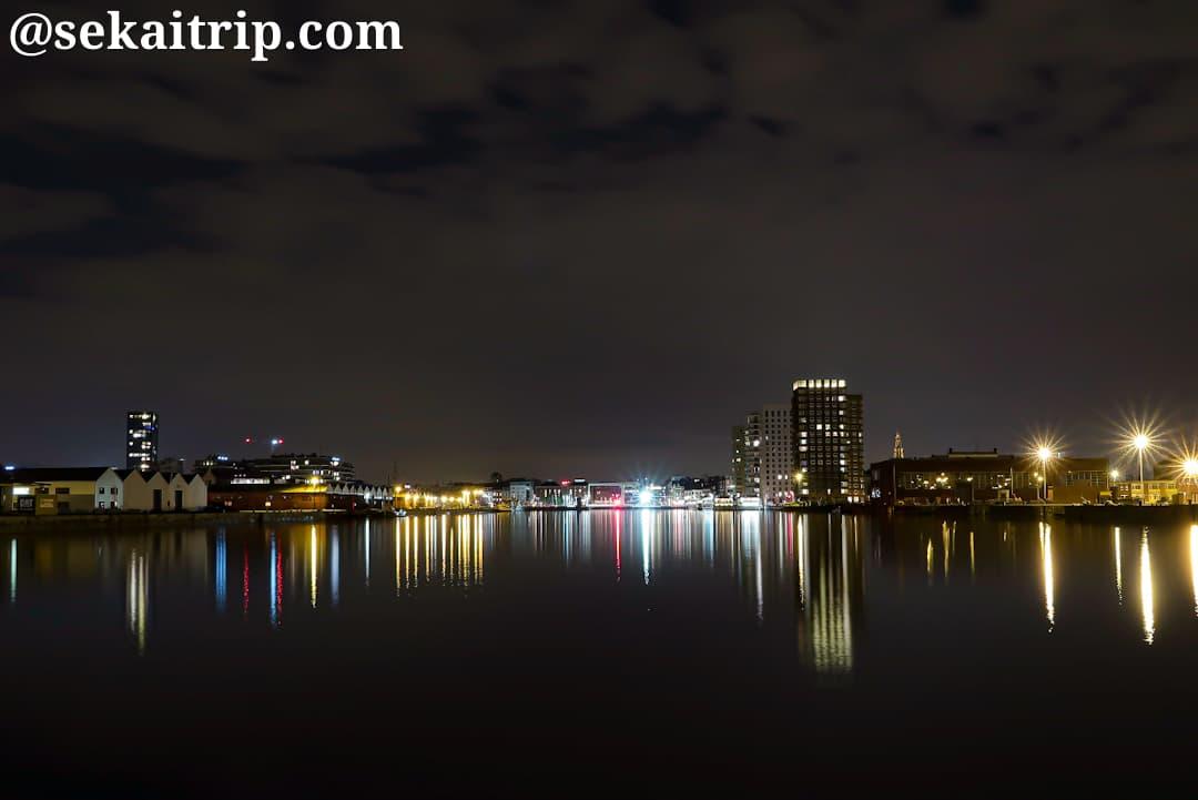 アントワープ港湾局から見たカッテンデイクドック側の夜景
