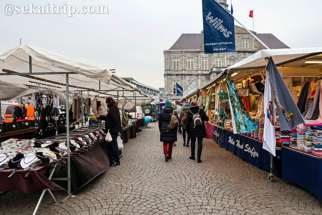 マルクト広場のマーケット