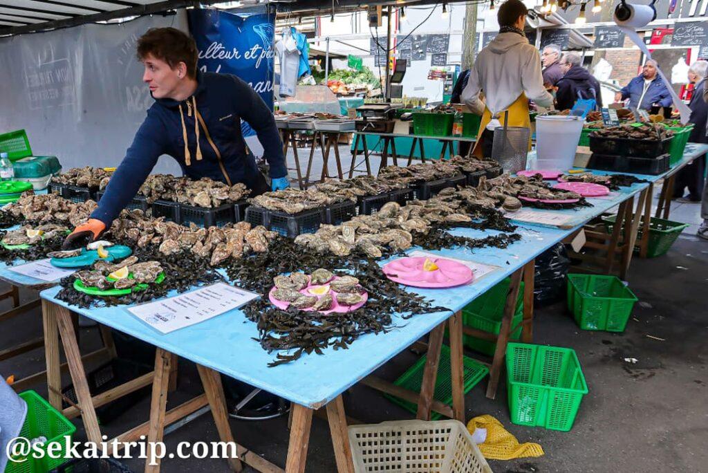 バスティーユ市場(Marché Bastille)の生牡蠣販売店