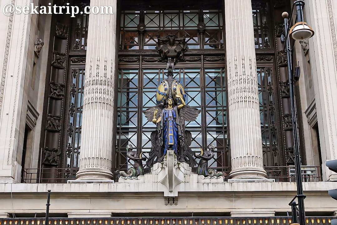 セルフリッジズの彫像「The Queen of Time」