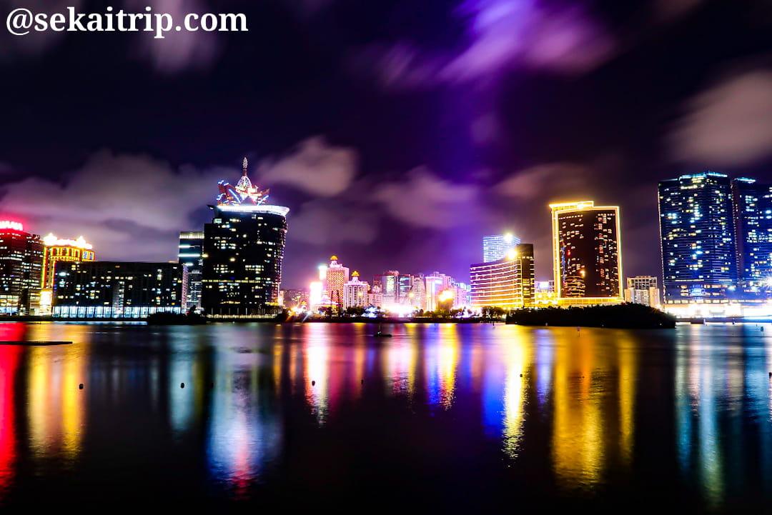 南灣湖(Lago Nam Van)から撮影した夜景