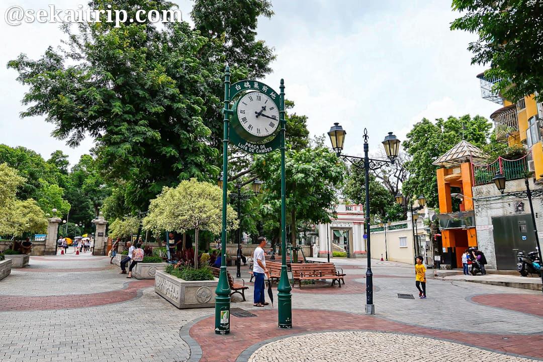 カモンエス広場(Praça de Luís de Camões)