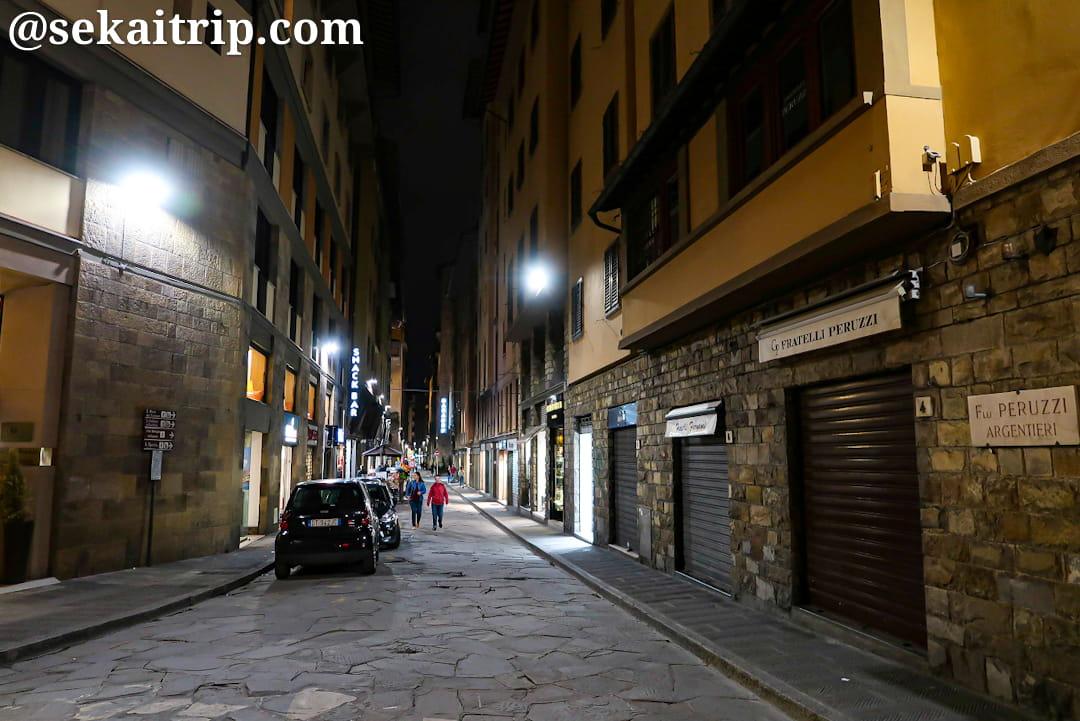夜のボルゴ・サン・ジャコポ(Borgo San Jacopo)