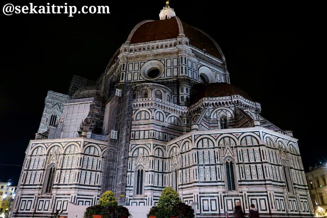 夜に撮影したサンタ・マリア・デル・フィオーレ大聖堂