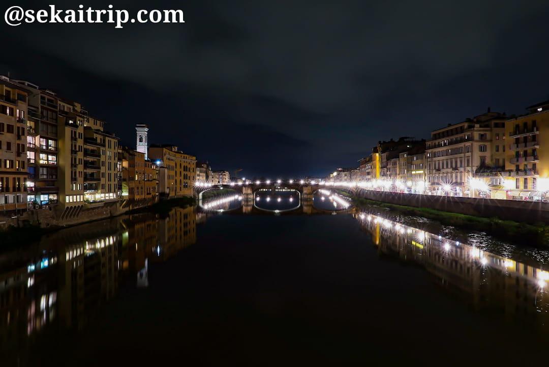 サンタ・トリニタ橋(Ponte Santa Trinita)の夜景