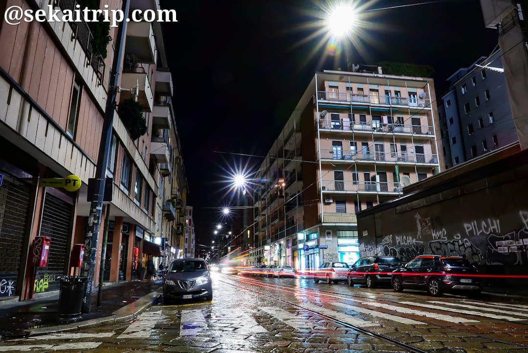 夜に撮影したゴリツィア通り(Viale Gorizia)