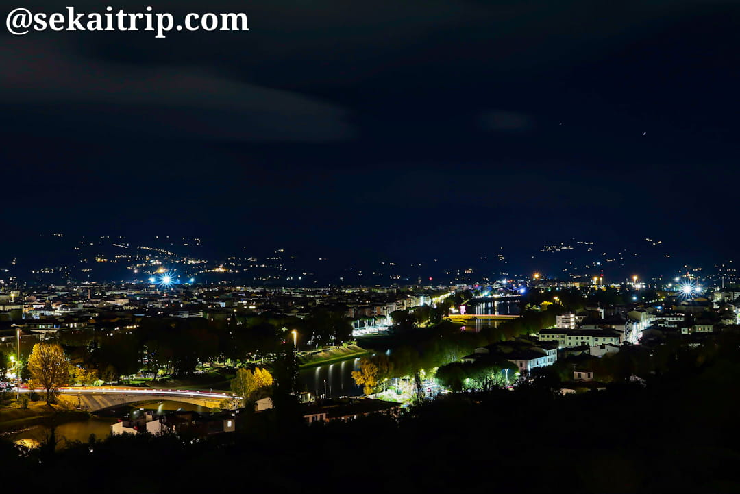 ミケランジェロ広場から見たヴァルルンゴ(Varlungo)地区側の夜景
