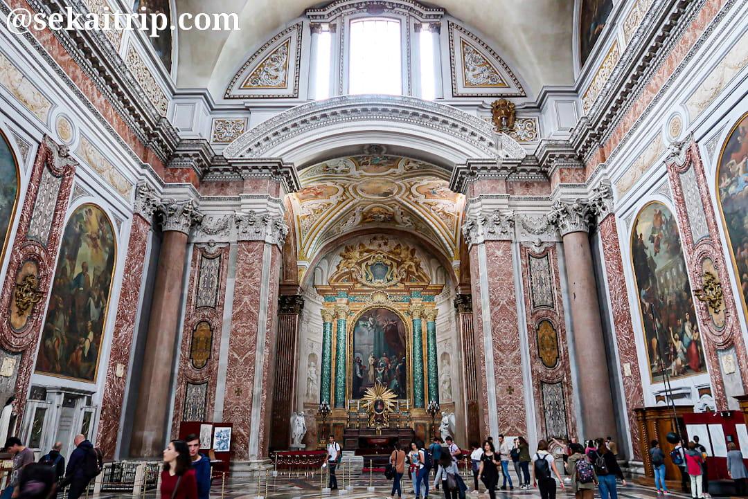 サンタ・マリア・デッリ・アンジェリ・エ・デイ・マルティーリ聖堂の内部