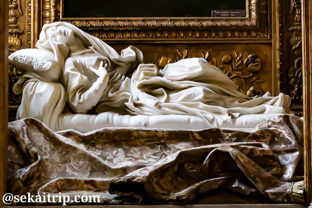 サン・フランチェスコ・ア・リーパ教会にあるベルニーニ作「福者ルドヴィーカ・アルベルトーニ」