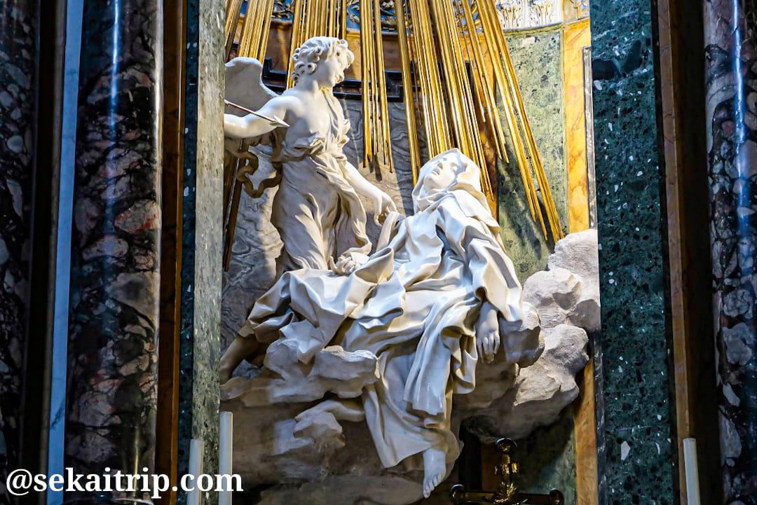 サンタ・マリア・デッラ・ヴィットリア教会にあるベルニーニ作「聖テレジアの法悦」