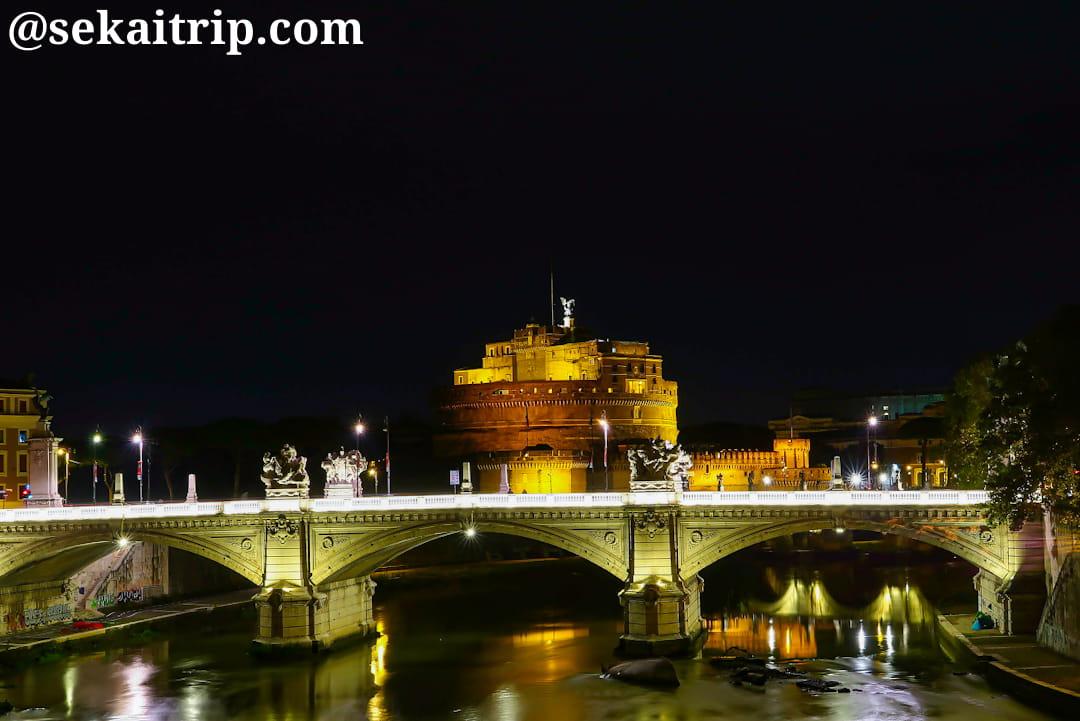 ヴィットリオ・エマヌエーレ2世橋とサンタンジェロ城の夜景