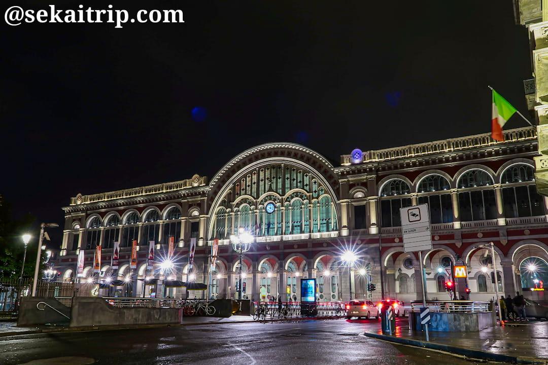 23時過ぎに撮影したポルタ・ヌオヴァ駅