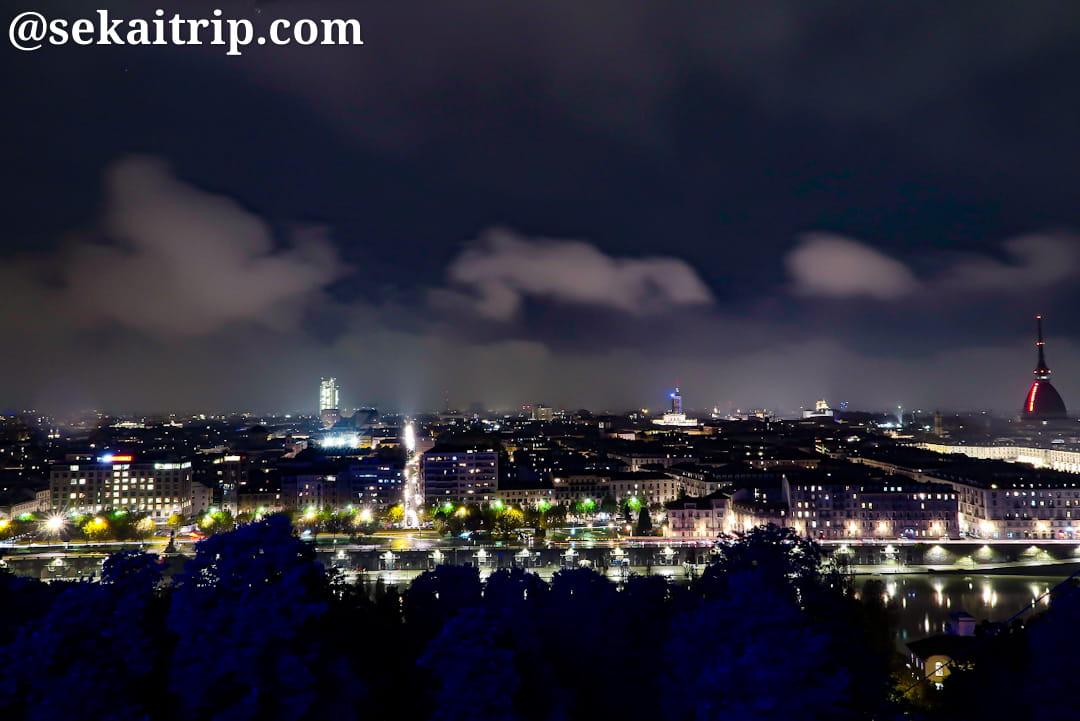 パノラミコ・モンテ・デイ・カップチーニ広場(Piazzale Panoramico Monte Dei Cappuccini)から見た夜景