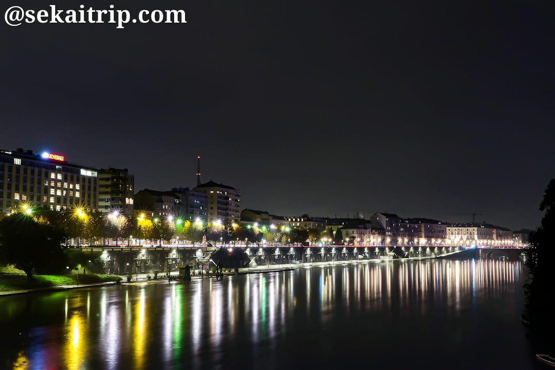 ウンベルト1世橋から見たヴィットリオ・エマヌエーレ1世橋側の夜景