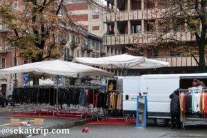 ベネフィカ市場で衣料品を販売する店舗